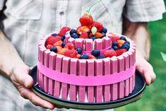 Kijk wat een lekker recept ik heb gevonden op Allerhande! Roze Kitkat-taart