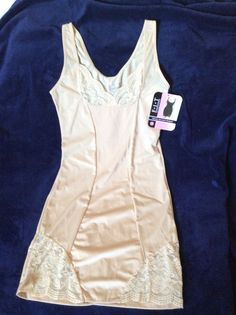 FIT Figure Improving Technology LACE Accent Shaper L BNWT INTERNATIONAL INTIMATE