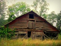 This old Georgia barn is on the Mixon-Daniels Road in Irwin County.