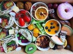 Brunch Lieferservice: Bali Box Frühstück für daheim - The Chill Report Falafel, Bali, Tacos, Mexican, Ethnic Recipes, Food, Fine Dining, Brunch Ideas, Eat Clean Breakfast