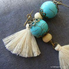 Boucles d'Oreilles Bohème Turquoise et Pompon Crème