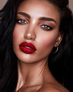Makeup Bronze Red Lip 35 Super Ideen – – … - Prom Makeup Looks Red Lips Makeup Look, Prom Makeup Looks, Bright Makeup, Make Up Looks, Eye Makeup Brushes, Makeup Brush Set, Blackwork, Makeup Tips, Hair Makeup