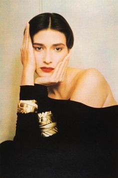 Shine bright in bold gold silhouettes that add a touch of luxe to your look. By Sheila Metzner Title: Rosemary, Bracelets, 1984 Cindy Crawford, Spice Girls, Top Models, Color Photography, Fashion Photography, Glamour, Mode Style, Fashion History, Poses