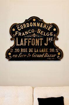 Old World signs. Paris, where else? Vintage Typography, Typography Letters, Graphic Design Typography, Hand Lettering, Vintage Logos, Retro Logos, Vintage Type, Vintage Design, French Vintage