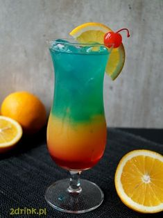 drinki z blue curacao Liquor Drinks, Alcoholic Drinks, Beverages, Vodka, Alcohol Drink Recipes, Cocktails, Blue Curacao, Hurricane Glass, Smoothies