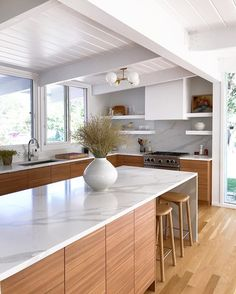 When you are looking for minimalist kitchen ideas, there are a few things that you should consider before you get started. Minimal Kitchen, Modern Kitchen Design, Interior Design Kitchen, Home Design, Design Design, Design Ideas, Home Decor Kitchen, Home Kitchens, Zen Kitchen