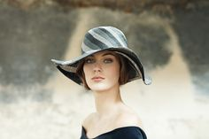 This line of hats accompanies the walks at the seaside, on the dike in Deauville or while being at an elegant garden party. They are like « Océane Wide Brimmed Hats, Ss 2017, Walking By, Summer Hats, Hat Making, Blue And White, Black, Seaside, Beige
