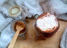 L' automne est bien là. La nature nous offre des couleurs chatoyantes.Ainsi, je vous propose une recette de chocolat chaud au potimarron. Latte, Alcoholic Drinks, Pudding, Ainsi, Desserts, Food, Red Kuri Squash, Morning Breakfast, Fall Season
