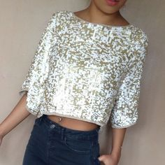 TOPSHOP gold & white sequin top Absolutely stunning 3/4 top from TOPSHOP! NWT. Looks amazing dressed down with boyfriend jeans or dressed up with a skirt or dress shorts and high heels. Topshop Tops