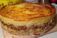 Here's a delicious casserole recipe made from potatoes with meat and mushrooms. Get a particularly tasty and aromatic hot dish that can be served by itself or with a garnish of fresh vegetables. Cooked Cabbage, Potatoe Casserole Recipes, Russian Recipes, No Bake Treats, Seafood Dishes, Tasty Dishes, Food To Make, Chicken Recipes, Good Food