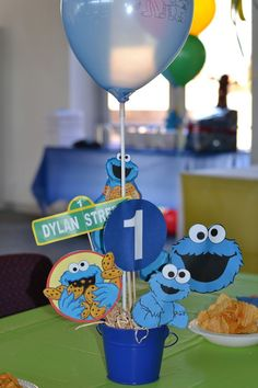 Cookie Monster Table decoration / center piece made by Monster 1st Birthdays, Monster Birthday Parties, Elmo Party, 1st Boy Birthday, First Birthday Parties, Monster Baby Showers, Monster Decorations, Cookie Monster Party, Cookie Decorating Party