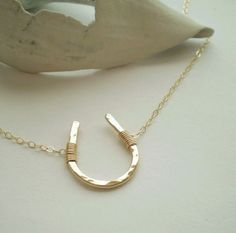 Luck Necklace – Hammered Horseshoe Necklace – Gold Filled, Sterling Silver, or Rose Gold Filled Lucky Necklace :: Gold filled horseshoe necklace on a gold chain via Etsy :: Love this lucky accessory Wire Jewelry, Jewelry Box, Jewelry Accessories, Fashion Accessories, Jewelry Design, Fashion Jewelry, Jewelry Making, Gold Jewelry, Jewelry Rings