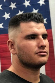 The Flat Top ❤️ The strict and short military haircut has become the most versatile and attention-grabbing cut. See our modern ideas to see how! High and tight looks, classy crew cuts, short army fade ideas, and the latest haircuts for men are here! Latest Haircut For Men, Haircut Designs For Men, Kinds Of Haircut, Latest Haircuts, Mens Haircuts Quiff, Guy Haircuts Long, Summer Haircuts, Best Short Haircuts, Hairstyles Haircuts