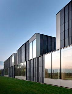 Exterior of swimming pool complex Maastricht by Slangen + Koenis Architecten