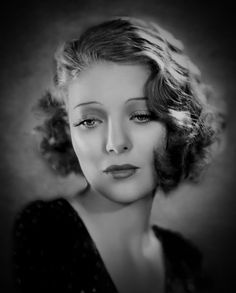 Hollywood Icons, Hollywood Stars, Loretta Young, Famous Movies, Cosplay Outfits, Movie Stars, Scene, Famous People, Pretty