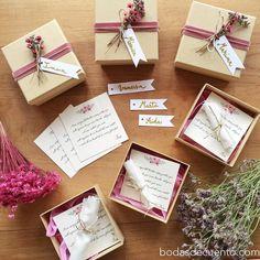 bridesmaid gift invitation    ¿Cómo perdirle a tus mejores amigas que sean tus damas de honor? ¡Pues así!