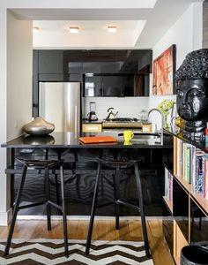 Com as cozinhas abertas para a sala cada vez mais usadas é necessário um maior cuidado, tanto na qualidade dos revestimentos quanto na sua cor e estilo, para que tenham maior harmonia com o ambiente de estar e jantar: É necessária maior preocupação ainda...