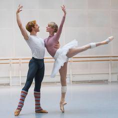 Steven McRae and Sarah Lamb in rehearsal for Anastasia, The Royal Ballet © 2016 ROH. Photograph by Tristram Kenton Ballet Poses, Dance Poses, Ballet Dancers, Bolshoi Ballet, Ballerina Poses, Ballet Pictures, Dance Pictures, Royal Ballet, Alvin Ailey