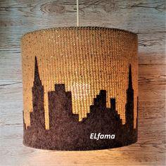 Motyw miasta, abażur, szydełko i wełna - czy można to połączyć i stworzyć wyjątkową lampę .... lampa - niby mała rzecz, a jakże ważna w każdym domu. Potrafi je odmienić lub też być inspiracją do stworzenia nowego wnętrza - tak jak to było w moim przypadku