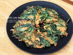 백종원 부추전 맛있게 만드는법 바삭바삭 완전 맛있어! Korean Food, Asian Recipes, Quiche, Salad, Chicken, Cooking, Breakfast, Board, Kitchens