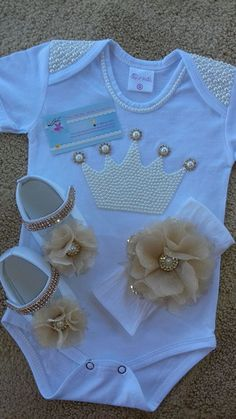 Mimi Baby Shoes PDF Pattern Newborn to 18 months - Her Crochet Baby Outfits, Kids Outfits, Cute Baby Clothes, Diy Clothes, Baby Set, Baby Dress, Baby Girl Dresses, Cute Babies, Baby Kids