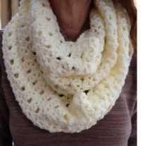 "6 oz of Worsted Weight Yarn Size H Crochet Hook Yarn Needle Gauge: Size: 7.5"" x 55"""