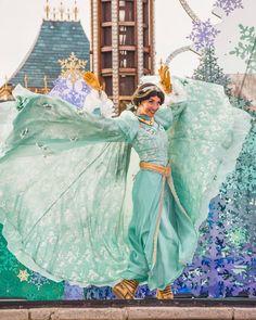 Disney Worlds, Disney Face Characters, Walt Disney Animation Studios, My Happy Place, Disney Art, Parks, Cape, Girly, Magic