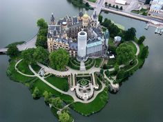 Schwerin Castle is a castle located in the city of Schwerin, the capital of the Bundesland of Mecklenburg-Vorpommern, Germany. For centuries it was the home of the dukes and grand dukes of Mecklenburg and later Mecklenburg-Schwerin. Places Around The World, Oh The Places You'll Go, Places To Travel, Places To Visit, Around The Worlds, Beautiful Castles, Beautiful Buildings, Beautiful World, Beautiful Places