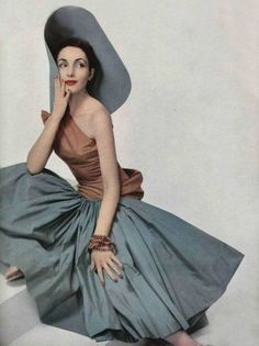 Madame Gres in a silk shantung evening gown, 1952 Vintage Vogue, Vintage Glamour, Vintage Beauty, Madame Gres, Moda Retro, Moda Vintage, 50s Vintage, Fifties Fashion, Retro Fashion