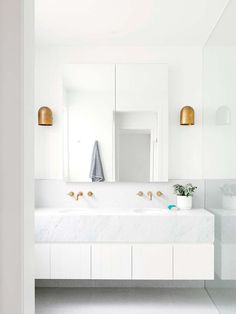 54 Premium Modern White Bathroom with White Cabinets Ideas - HomeCNB Modern White Bathroom, Minimalist Bathroom, Small Bathroom, Master Bathroom, White Bathrooms, Carrara Marble Bathroom, Bathroom Taps, White Bathroom Vanities, Family Bathroom