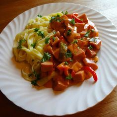 Edels Mat & Vin: Hverdagsgryte med pølser av kylling og kalkun ✿ Yummy Food, Tasty, Creme Fraiche, Thai Red Curry, Risotto, Nom Nom, Food And Drink, Stuffed Peppers, Ethnic Recipes