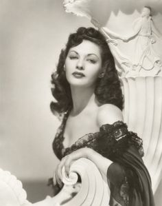 A young Yvonne De Carlo, 1940s. She was so glorious - even as Mrs. Munster.