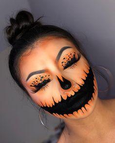 Halloween makeup 🎃 👻 Halloween Make-up makeup 🎃 Halloween Makeup Clown, Fröhliches Halloween, Amazing Halloween Makeup, Halloween Pumpkin Makeup, Horror Make-up, Fantasias Halloween, Theatrical Makeup, Holiday Makeup, Christmas Makeup