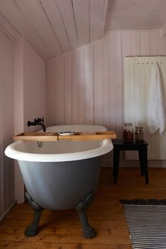 Pink tongue-and-groove paneling in Pink Rooms & Pink Paint Ideas. Traditional pink bathroom with wood panelling and free standing bath. Cosy Bathroom, Downstairs Bathroom, Tongue And Groove Panelling, Budget Bathroom, Bathroom Ideas, Bathtub Ideas, Bathroom Trends, Georgian Homes, Pink Room
