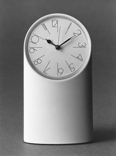 Richard Sapper - Tantalo table clock for Artemide - 1971 Product Design Timer Clock, Alarm Clock, Simple Designs, Cool Designs, Id Design, Automotive Design, Mid Century Design, Industrial Design, Naoto Fukasawa