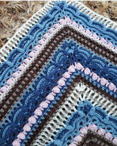 De lost in time sjaal ontbrak nog op Haakinformatie. Vreemd dat ik hem niet eerder gepost heb, want het is een geweldig mooi patroon dat heel erg populair is. Ik vind het ook zo een mooie naam 'lost i