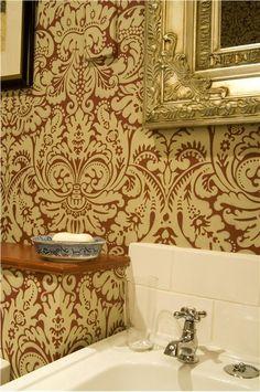 Regal bathroom in Farrow Ball Silvergate BP 818 wallpaper design Iphone Wallpaper Glitter, Damask Wallpaper, Bathroom Wallpaper, Trendy Wallpaper, Love Wallpaper, Designer Wallpaper, Beautiful Wallpaper, Wallpaper Ideas, Farrow Ball