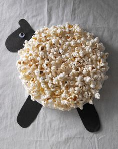 Easter lamb craft for kids. Use a paper plate and popcorn Sheep Crafts, Farm Crafts, New Year's Crafts, Crafts To Do, Easter Crafts, Glue Crafts, Easter Activities, Craft Activities, Seasons Activities