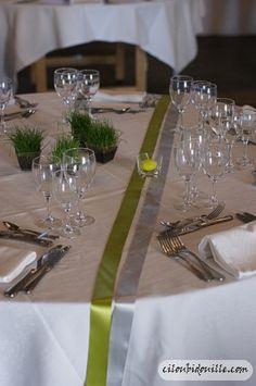 Rubans sur table pour décoration de mariage Lime Wedding, Wedding Table, 50th Birthday Party, Deco Table, Decoration Table, Event Decor, Backdrops, Centerpieces, Wedding Decorations