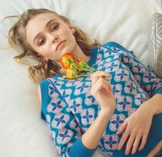 Lily with three flowers for British Vogue November 2016 Lily Rose Melody Depp, Lily Rose Depp Style, Vanessa Paradis, Lily Depp, Johny Depp, Kirsten Dunst, Just Girl Things, The Duff, Woman Crush