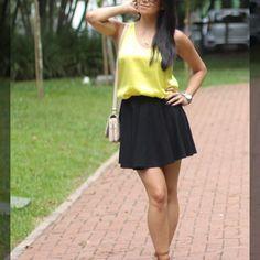 Leia aqui!: http://imaginariodamulher.com.br/look/?go=2m40e9U  10 Looks com saia de cintura alta rodada e onde Encontrar #achadinhos #modafeminina #modafashion #tendencia #modaonline #moda #instamoda #lookfashion #blogdemoda #imaginariodamulher