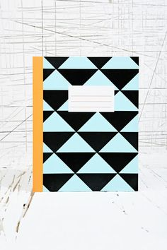 Graphic Triangles Notebook chez Urban Outfitters