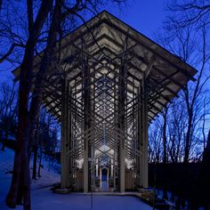 Thorncrown Chapel - Eureka Springs, Arkansas, designed by E. Fay Jones and constructed in 1980. The design recalls the Prairie School of architecture popularized by Frank Lloyd Wright, with whom Jones had apprenticed