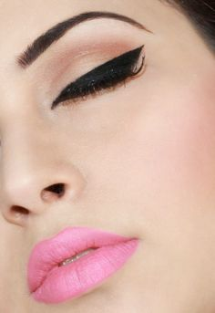 How To Wear Pink Lipstick  Light pink lipstick with a black cat eye