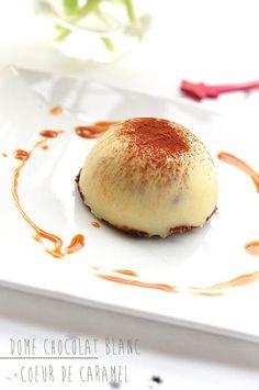 Dôme chocolat blanc, coeur coulant au caramel sur son croustillant pralinoise | Stephatable