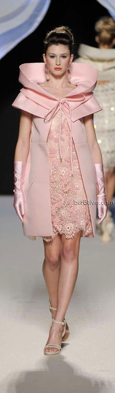Gattinoni Spring Summer 2010 Couture is as exciting as more recent versions. Luminescent fabrics, pleats, layers & amazing attention to details. Pink Fashion, Love Fashion, Runway Fashion, Womens Fashion, Pink Dress, Dress Up, Mode Rose, Mode Costume, Style Haute Couture