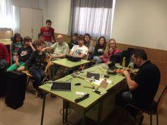 Nuestro técnico de madera, Oscar Egea con los educandos de Benirredrà #madera