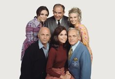 Cast of The Mary Tyler Moore Show. L-R (top) Valerie Harper, Ed Asner, Cloris Leachman (bottom) Gavin MacLeod, Mary Tyler Moore, Ted Knight.