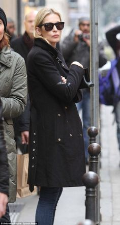 Solo: Kelly Rutherford was spotted out and about in Milan, Italy, as she waits for the cha...