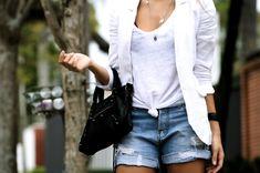 Rabo de cavalo e um simples jeans pode mexer com a cabeça do seu affair. Veja mais combinações! - Veja mais em: http://www.vilamulher.com.br/moda/estilo-e-tendencias/5-roupas-que-sao-sexy-e-voce-nao-sabia-m0415-701073.html?pinterest-mat
